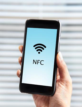 Mobiel betalen met behulp van een mobiele telefoon uitgerust met NFC