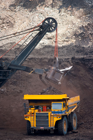 big mining truck unload coal 스톡 콘텐츠