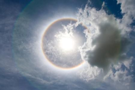 Sun with circular rainbow - sun halo Foto de archivo