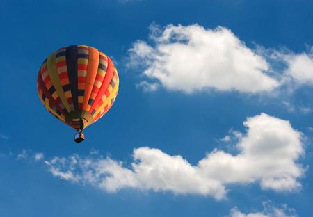 熱気球で空