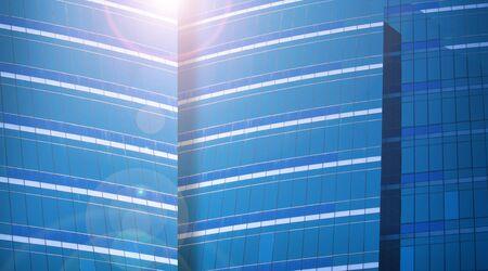 青色の色調でモダンなビジネス建物とレンズ フレアのクローズ アップ