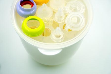 pezones: Cocer al vapor y la esterilización de los pezones y las botellas de leche para el bebé