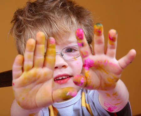 4 year old boy covered in bright paint. Standard-Bild