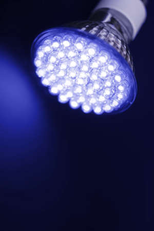 最新の LED 電球の技術は 90% 白熱灯より効率的あるいはハロゲン電球 写真素材