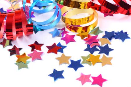 streamers: Estrellas en forma de confeti con streamers en blanco Foto de archivo