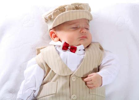 baptism: Un retrato de un ni�o reci�n nacido en un traje de bendici�n.