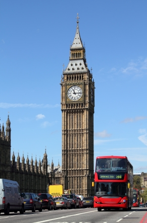 Big Ben, sídlu parlamentu a Westminster Bridge v noci, Londýn, Velká Británie