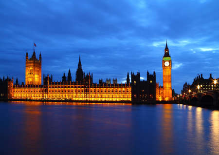 Panorama of Big Ben and House of Parliament at River Thames Standard-Bild