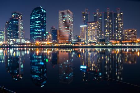 Abstracte stedelijke 's nachts licht bokeh, onscherpe achtergrond Stockfoto