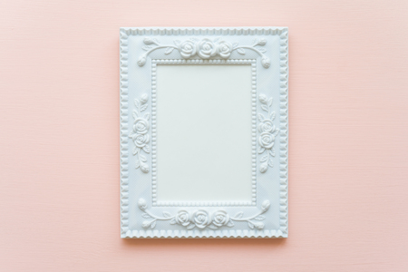 White vintage photo frame on pink pastel wooden background flat lay top view style 스톡 콘텐츠