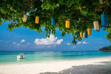 Beautiful tropical island beach with chairs - Koh Lipe, Satun Thailand 版權商用圖片