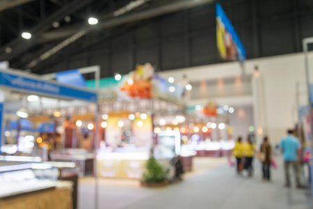 Abstract blurred people in trade show expo background usage Banque d'images