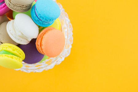 Colorful france macarons on yellow background Banque d'images