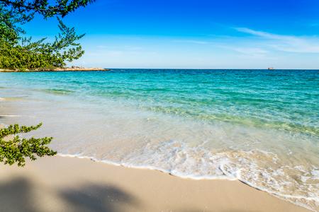 Beautiful beach in island of Thailand Standard-Bild - 102837483