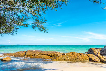 Beautiful beach in island of Thailand Standard-Bild - 102837484