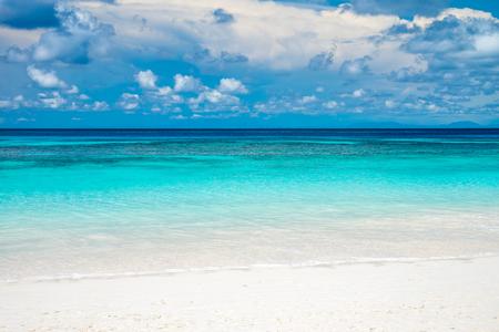 Clear sea beach blue sky and white sand in Koh Tachai island Thailand Standard-Bild - 102807237