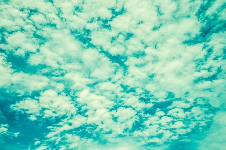 Blue sky with cloud - Vintage filter effect Standard-Bild - 102807255