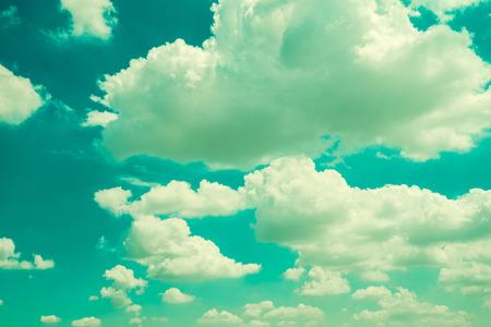 Blue sky with cloud - Vintage filter effect Standard-Bild - 102807730
