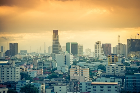 Bangkok cityscape skyline in beautiful evening light Standard-Bild - 102836383
