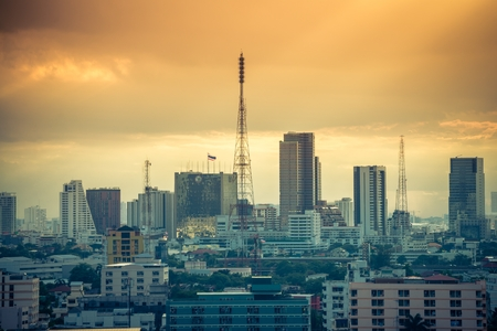 Bangkok cityscape skyline in beautiful evening light Standard-Bild - 102809410