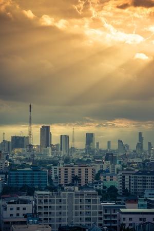 Bangkok cityscape skyline in beautiful evening light Standard-Bild - 102836412