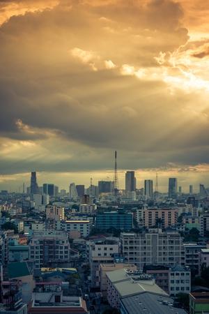 Bangkok cityscape skyline in beautiful evening light Standard-Bild - 102836642