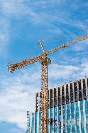 Crane and modern building construction site in Thailand Standard-Bild - 102814091