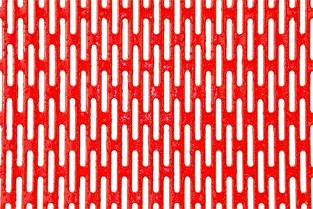 rode metalen rooster met water druppels geïsoleerd op witte achtergrond