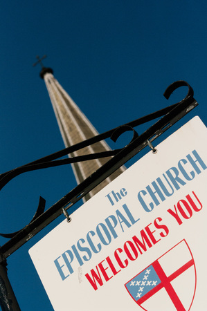 Sign welcoming visitors and parishoners to the Episcopal Church in Manchester, NH Stock Photo