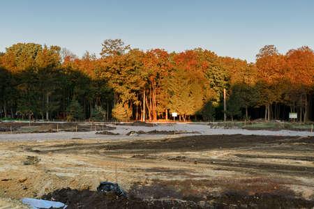 Building a new path in a park. 版權商用圖片