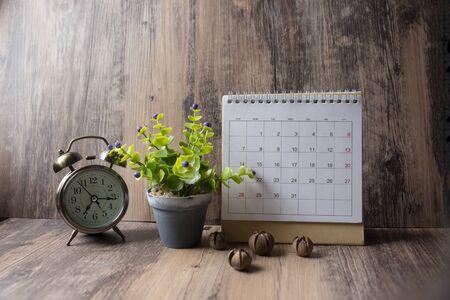 Desktop Calendar 2019 and vintage clock place on wooden office desk.Calender for Planner timetable,agenda appointment,organization,management on table.Calendar Background Concept. Stockfoto