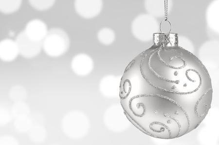 キラキラ背景にホワイト ・ クリスマス ボール