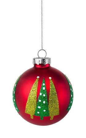 Red Christmas tree bal met glitter op een witte achtergrond