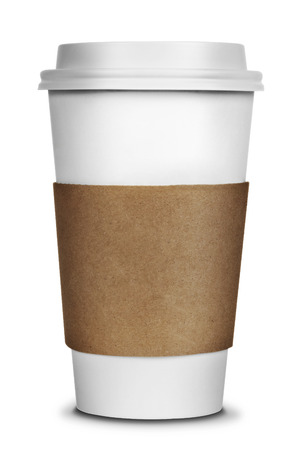 taza: Para ir taza de caf� aislado en un fondo blanco