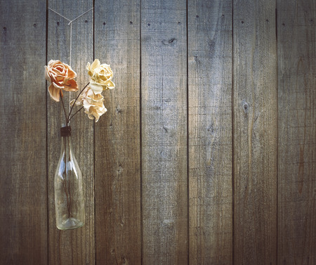 Flowers on a wooden fence background, copy space. Standard-Bild