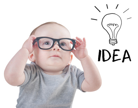 Baby met een idee geïsoleerd op een witte achtergrond Stockfoto