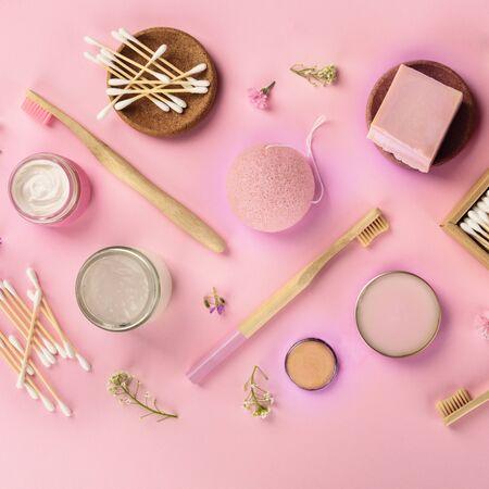 Plastic-free, zero waste cosmetics, flat lay pattern on a pink background Stock fotó