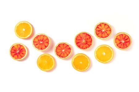 Blood oranges and regular oranges, top shot on a white background 版權商用圖片