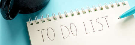 To do list panorama with the handwritten words, a notepad, and a blue pen. The concept of planning, time management etc 版權商用圖片