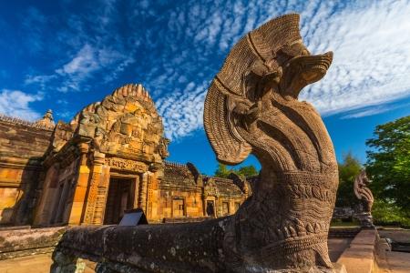 砂の石の城、ブリラム県、古代クメール芸術でタイの宗教建築での phanomrung