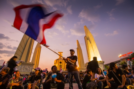 BANGKOK,THAILAND- NOVEMBER 4 : Unidentified protesters protest by against the government corruption and the controversial amnesty bill at Democracy monument, on November 4, 2013 in Bangkok THAILAND  Editöryel