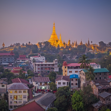 View at dawn of the Shwedagon Pagoda, Yangoon, Myanmar Imagens - 25410506