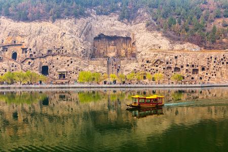 Longmen Grottoes, Luoyang, China Imagens - 29766544