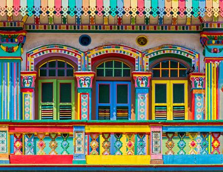 casa colonial: Colorida fachada de edificio en Little India, Singapur