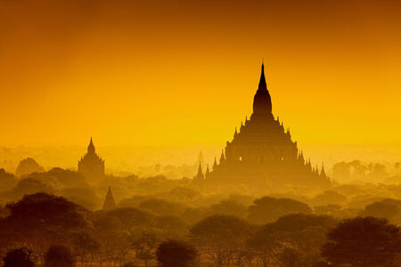 Sunrise over ancient Bagan, Myanmar Stock Photo - 31561962