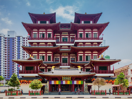 buddhist temple: SINGAPORE-SEP 01, 2014: Buddha Tooth Relic Temple in Chinatown. The temple is based on the Tang dynasty architectural style and built to house the tooth relic of the historical Buddha. Editorial