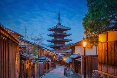 八坂の塔と朝、祇園、京都の三年坂通り 写真素材