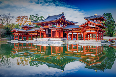 Uji, Kyoto, Japan - famous Byodo-in Buddhist temple, a UNESCO World Heritage Site. Phoenix Hall building. Imagens - 50892716