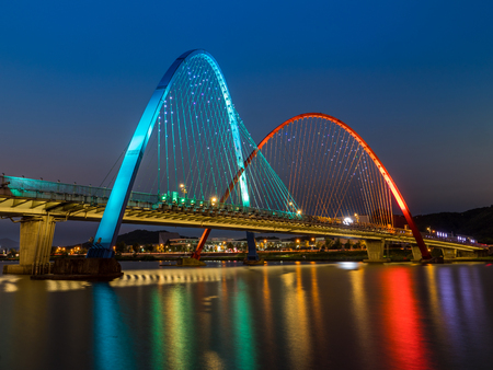 Colorful bridge and reflection Expo Bridge in Daejeon, South Korea. 版權商用圖片