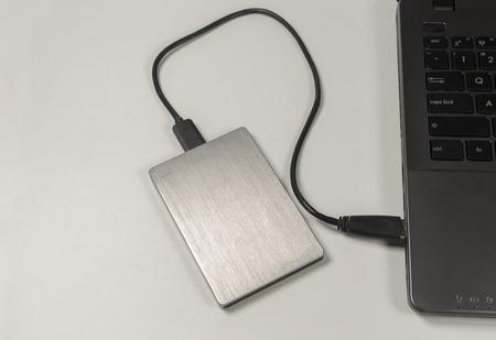 disco duro: disco duro portátil.